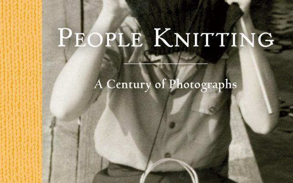 [RESENHA] PEOPLE KNITTING: A CENTURY OF PHOTOGRAPHS, DE BARBARA LEVINE